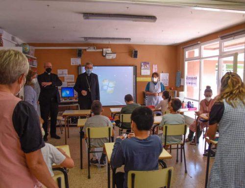 El bisbe Javier Vilanova fa la visita pastoral a la Fundació Osas